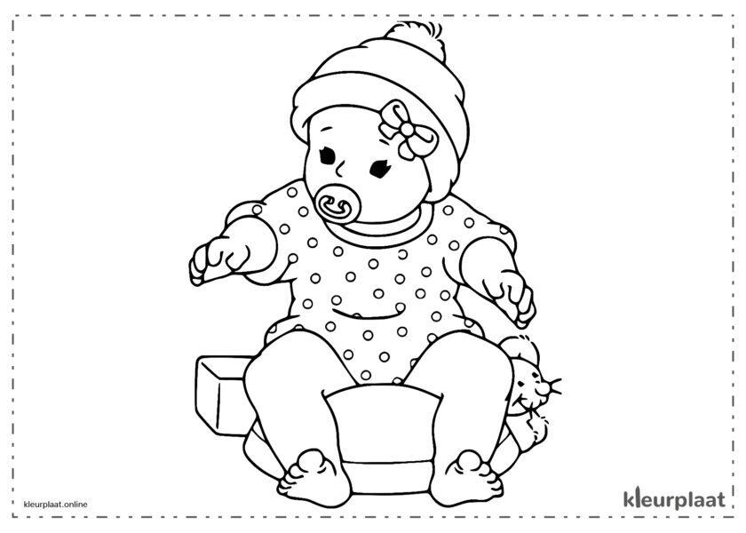 Baby zit met fopspeen in mond