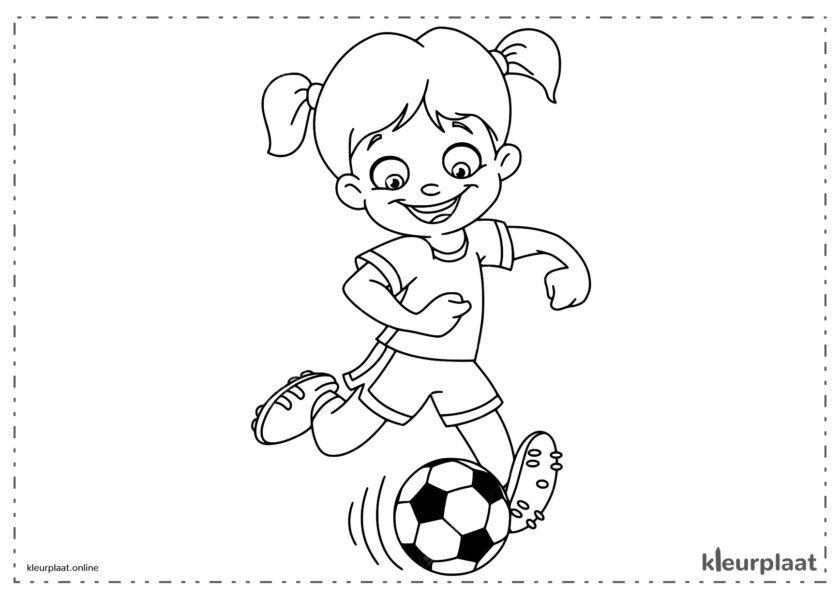 Meisje at voetbalt en een doelpunt maak